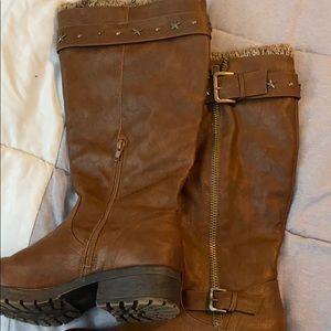 Sugar Quickster upper brown boots.
